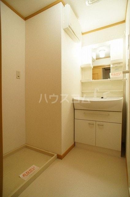 ラ・ポアール 02020号室の洗面所
