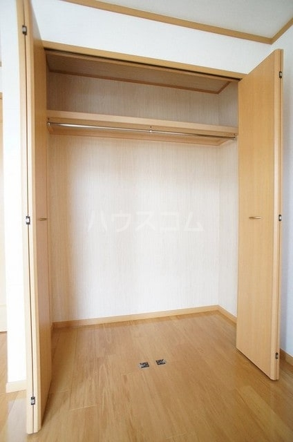 ラ・ポアール 02020号室の収納