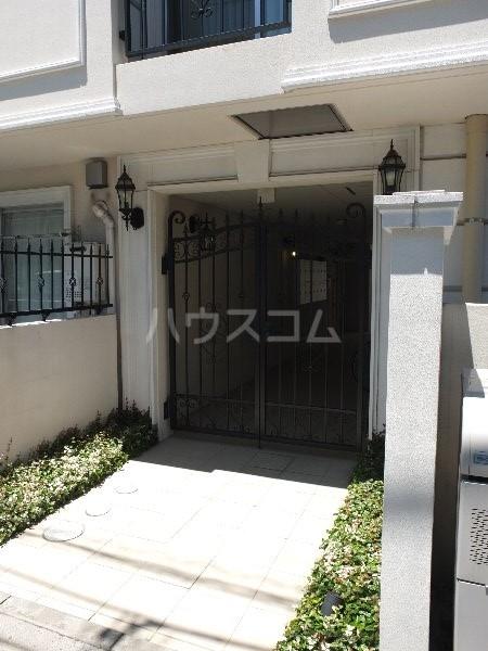 フロレゾン桜新町 4B号室のエントランス