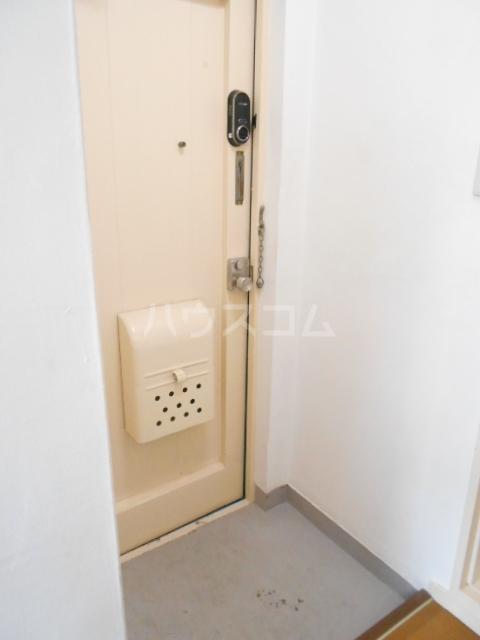 ユートピアハイツ 402号室の玄関
