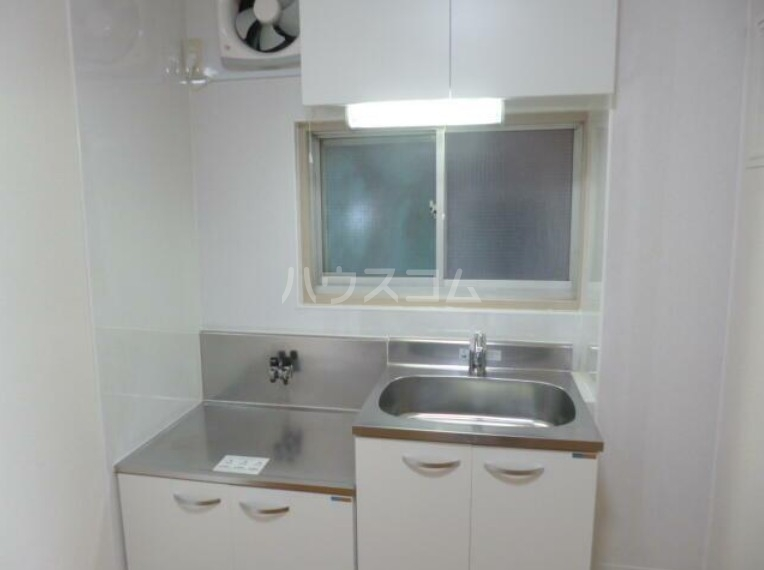 ユートピアハイツ 402号室のキッチン