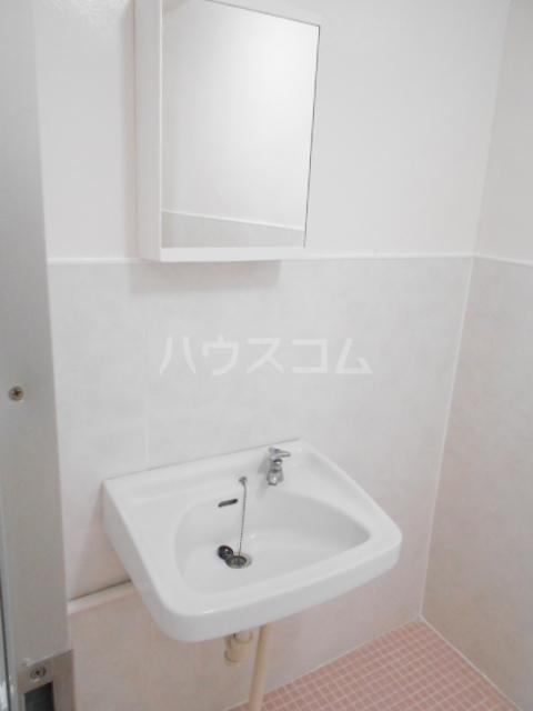 ユートピアハイツ 402号室の洗面所