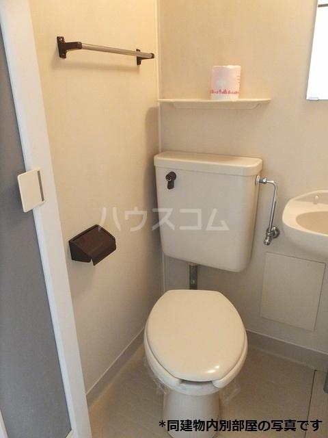ドミール横山 02060号室のトイレ