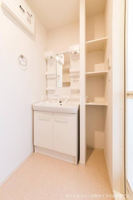 シャンドゥ マロン 02010号室の洗面所