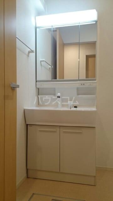 ローズセレッソ B 02020号室の洗面所