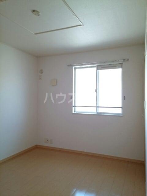 サンリットヒルズA 02010号室の居室