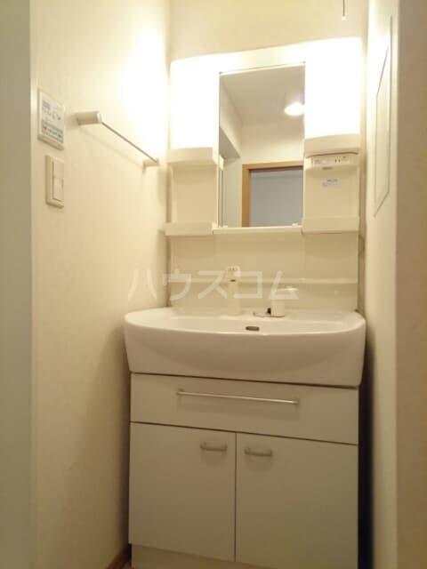 ラ・プラージュⅢ 02010号室の洗面所
