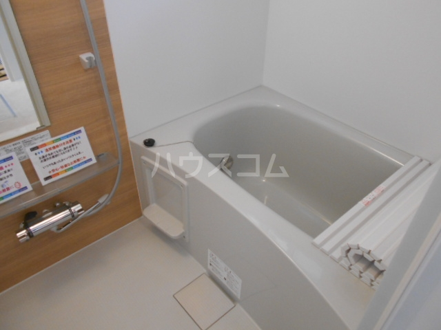 ロイヤルヒルズR 103号室の風呂