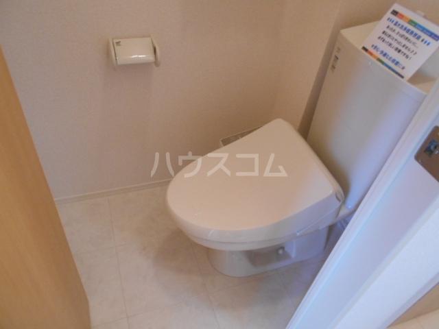ロイヤルヒルズR 103号室のトイレ