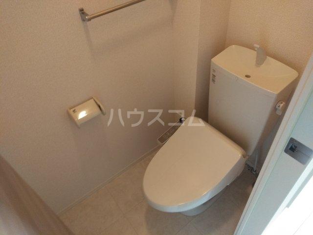 ロイヤルヒルズR 205号室のトイレ