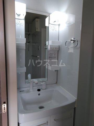 ロイヤルヒルズR 205号室の洗面所