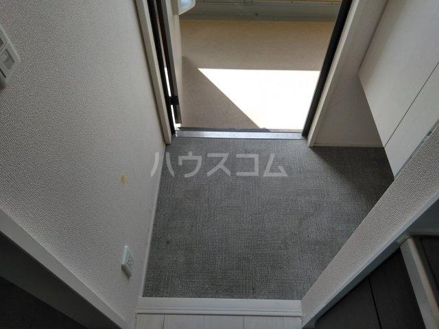 ロイヤルヒルズR 205号室の玄関