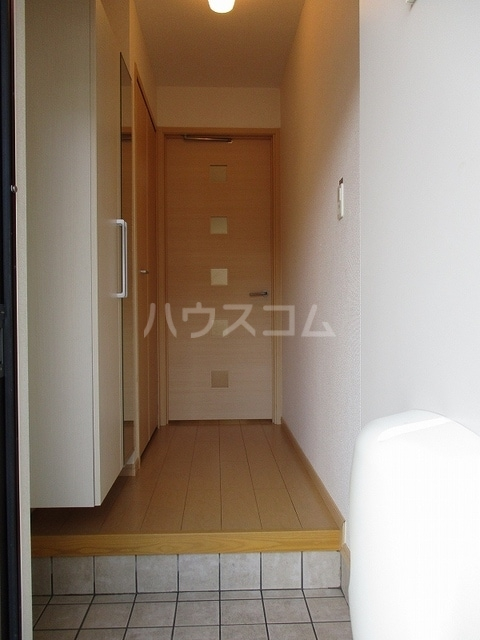カーサアゼリア 01020号室の玄関