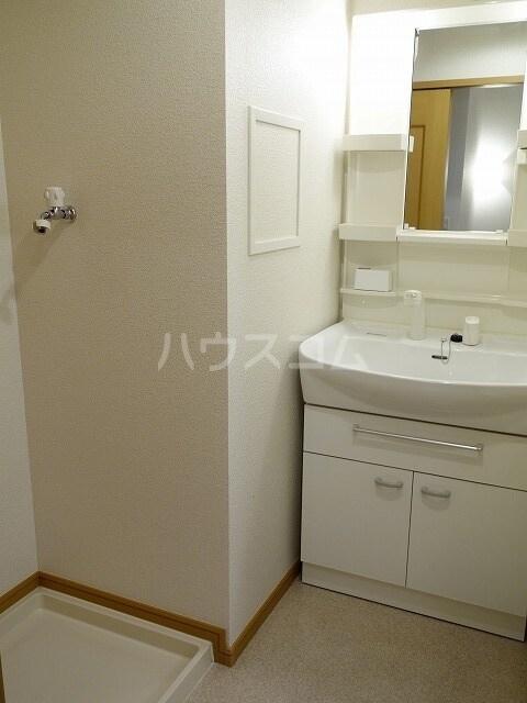 ミストラルB 02040号室の洗面所