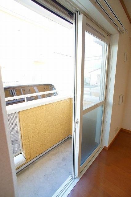 ヴァン・コリーヌB 01020号室のバルコニー