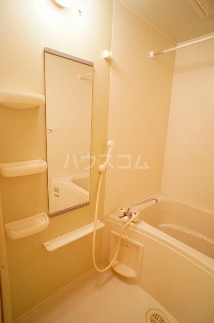 ヴァン・コリーヌB 01020号室の風呂