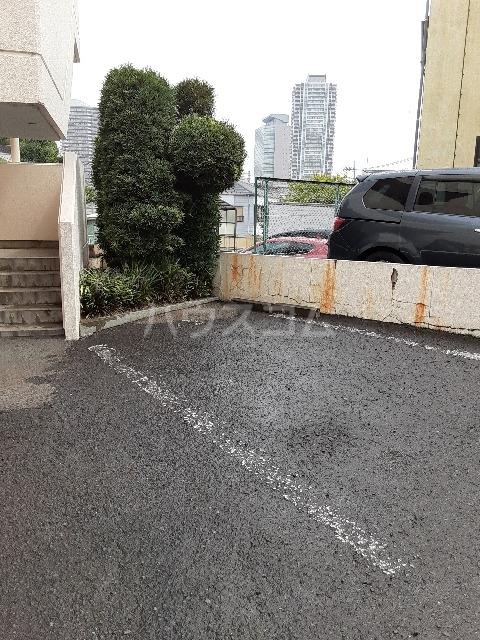 セゾンドカサハラⅠ 207号室の駐車場