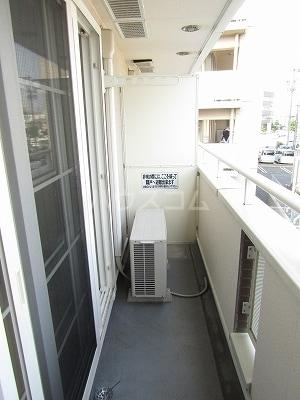 ジュネス幸 B 02050号室のバルコニー