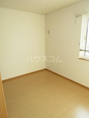 ジュネス幸 B 02050号室の居室