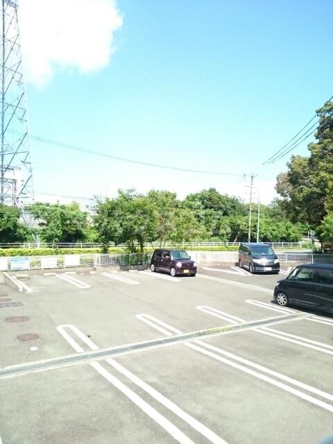 シャルマンタツミA 02030号室の駐車場