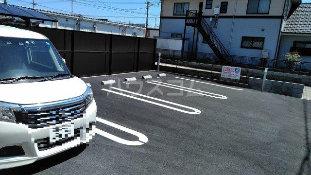 ハイツシェルティーA 01010号室の駐車場