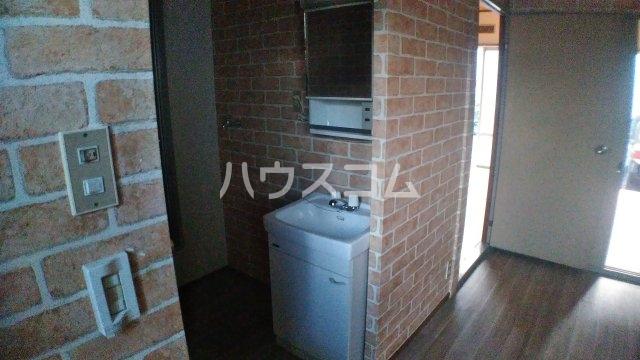 鈴木ハイツ 101号室の洗面所