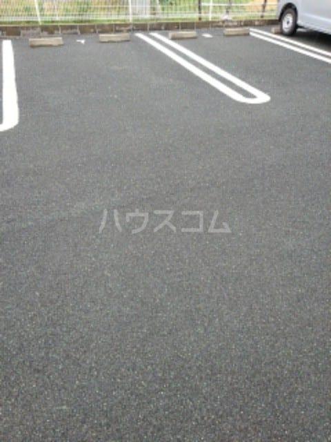 AIセゾン・fⅠ 02010号室の駐車場