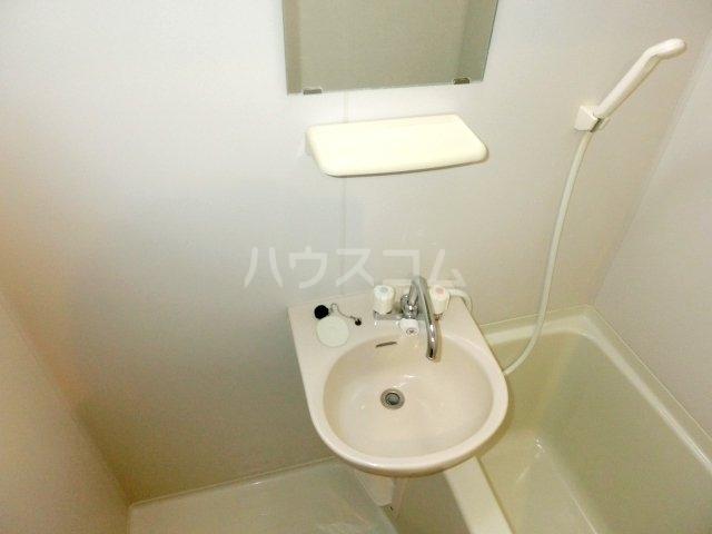 パテラ草加 207号室の洗面所