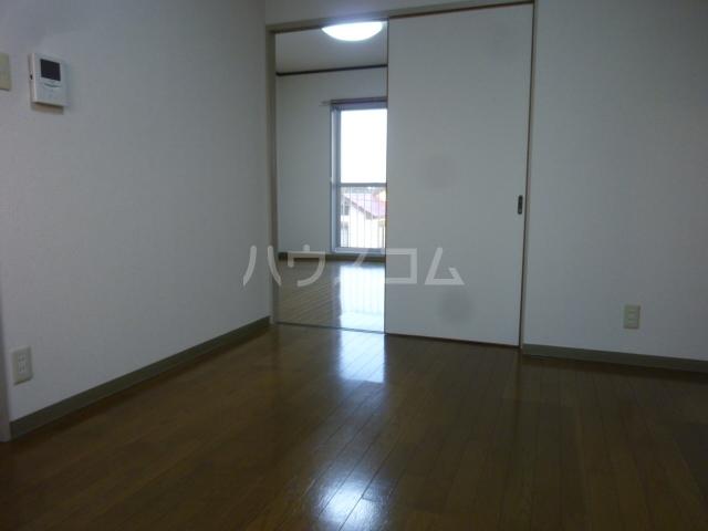 AIKAWAマンション 303号室のリビング