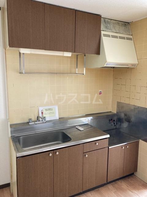 メゾンヤマジュ 101号室のキッチン