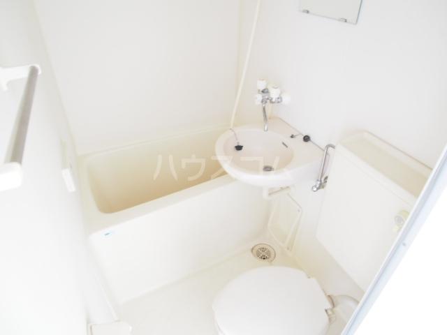 グローリア初穂草加 304号室の風呂