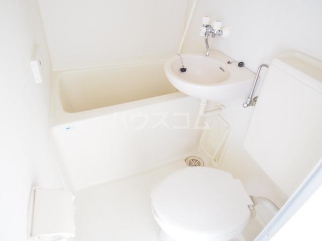 グローリア初穂草加 304号室のトイレ
