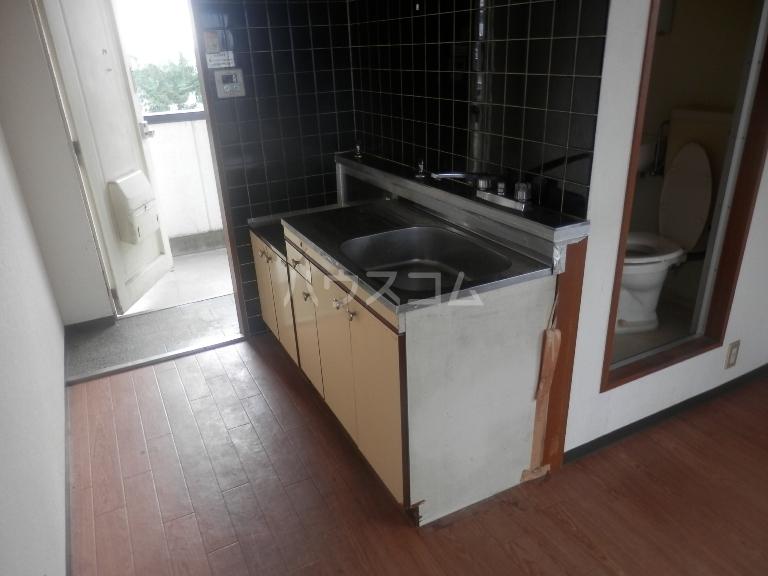 SESロイヤルコーポ 306号室のキッチン