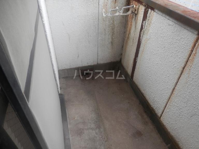 SESロイヤルコーポ 306号室のバルコニー