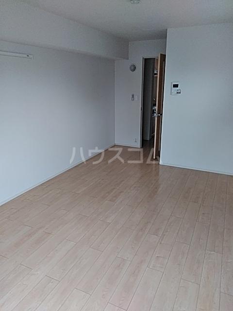 サンライズ・アベニューⅢ 02010号室のリビング