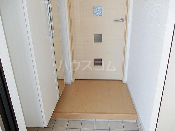 ウィッシュA 01020号室の玄関