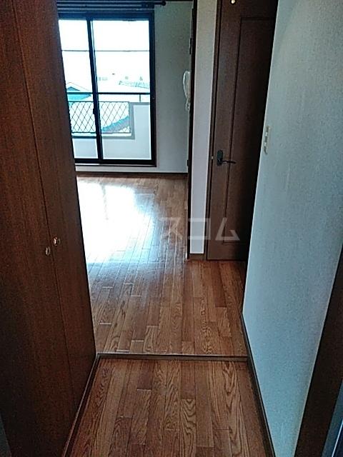 サンハイム中島 301号室の玄関