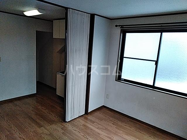 サンハイム中島 301号室のリビング