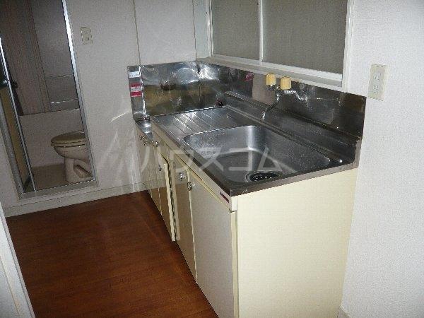 ファミールコスモ 101号室のキッチン