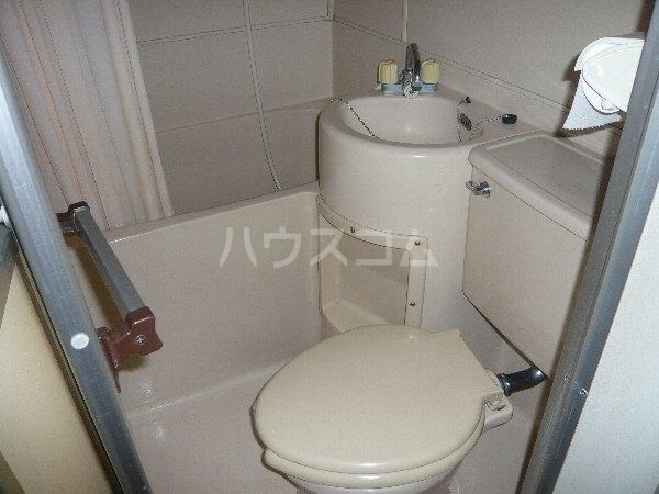 ファミールコスモ 101号室のトイレ