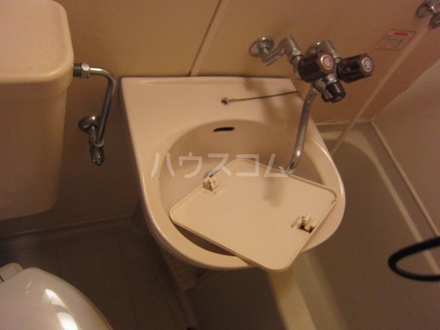 レオパレスRX黄金 406号室の洗面所