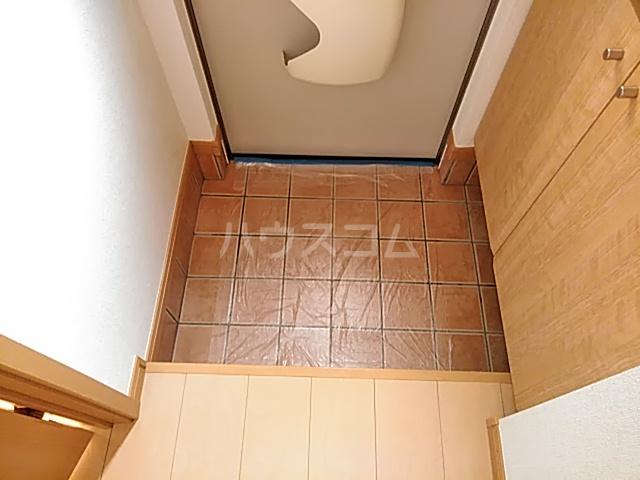 プラシードⅢ 01050号室の玄関