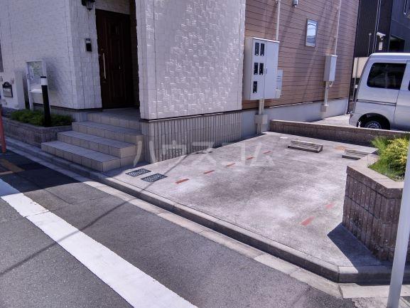 グレイス鶴里 02020号室の駐車場