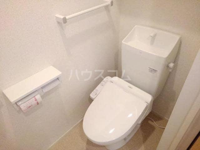 クノッシ ボア Ⅱ 01010号室のトイレ
