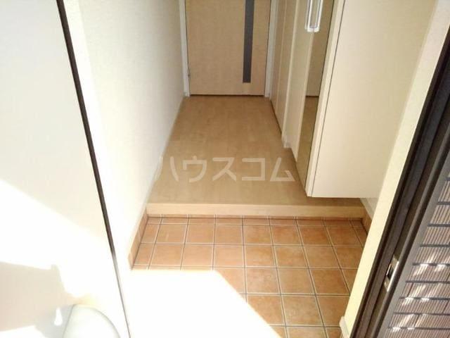 クノッシ ボア Ⅱ 01010号室の玄関