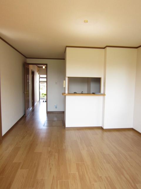 コーポラスエース 01040号室のリビング