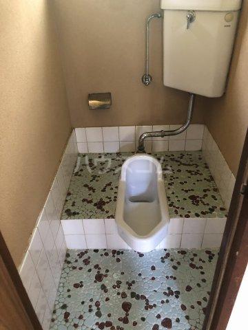 第一コ-ポ新河岸 101号室のトイレ