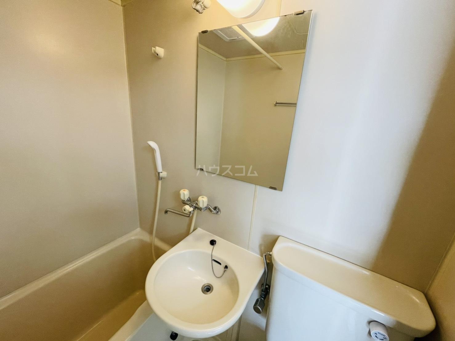 第2岡三ビル 302号室の洗面所