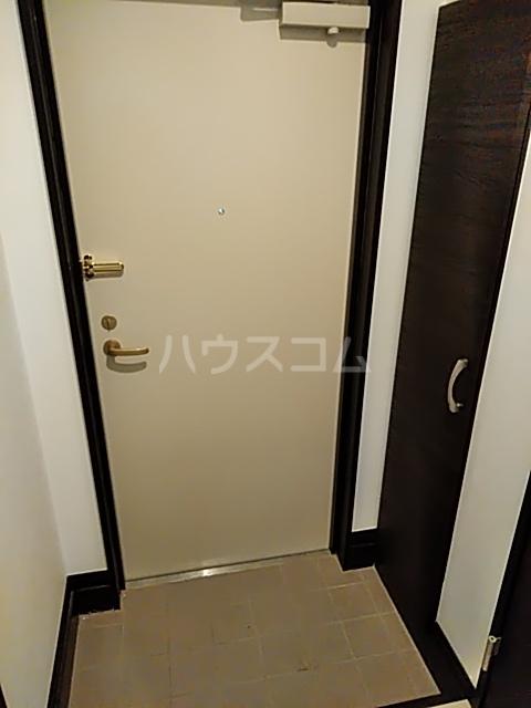 パインリーブス 201号室の玄関