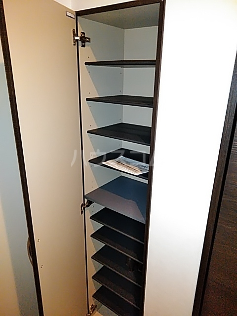 パインリーブス 201号室の収納